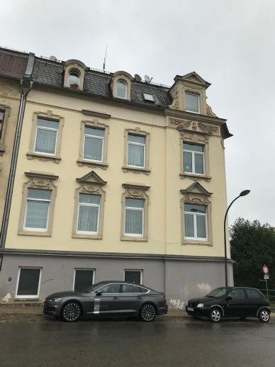 Teilsaniertes Mehrfamilienhaus in Crimmitschau, überwiegend vermietet