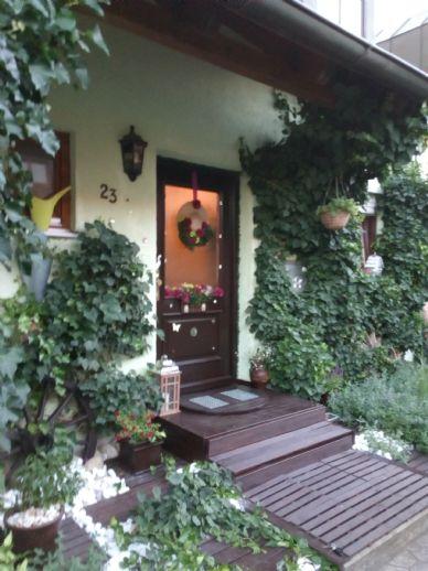 *Provisionsfrei* Sehr schönes RMH mit 4 Zimmern, Garage und einem Stellplatz in Köfering bei Regensburg direkt am Feldrand in ruhiger Lage