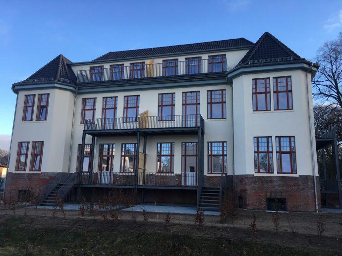 Erstbezug: Exklusive 2-Zimmer-Wohnung mit Terrasse und Garten in Langenhorn in historischem Ambiente