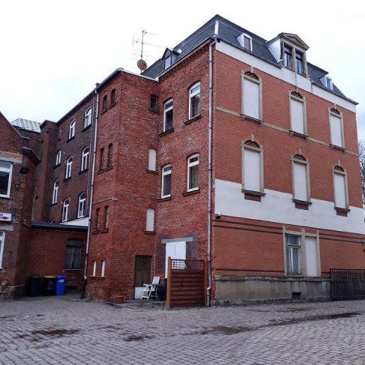 Mehrfamilienhaus mit Nebengebäude in Zwickau`s Nordvorstadt
