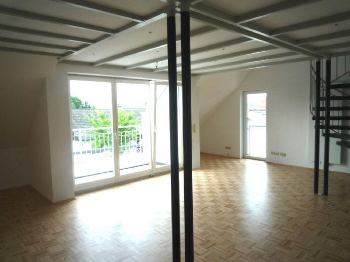 Moderne Maisonette-Wohnung mit Einbauküche und Balkon