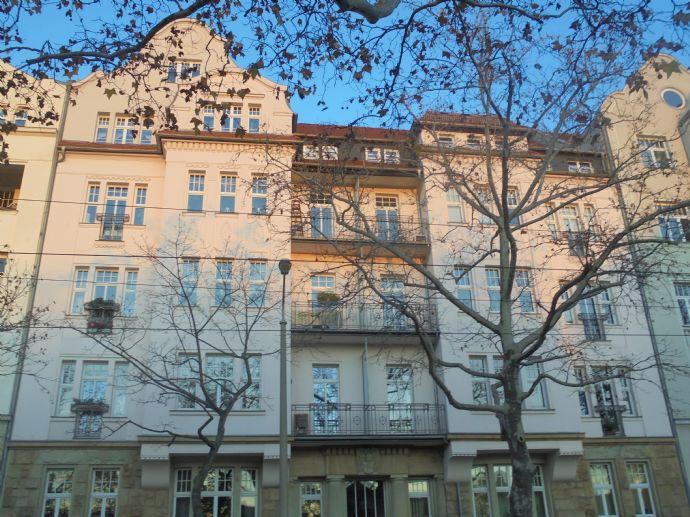 exkl. 3,5 Zimmer Dachgeschoßwohnung mit Parkett.Balkon,Lift,2 Bäder in hw.san. Jugendstilhaus in Leipzig Gohlis-Süd