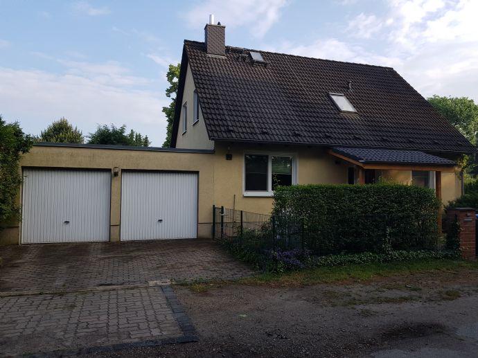 Einfamilienhaus mit Keller u. Doppelgarage auf gepflegtem Grundstück