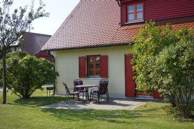 Lichtblicke Rügen - Private Ferienwohnung mit Terasse incl. Schwimmbad- und Saunanutzung am Bakenberg b. Dranske