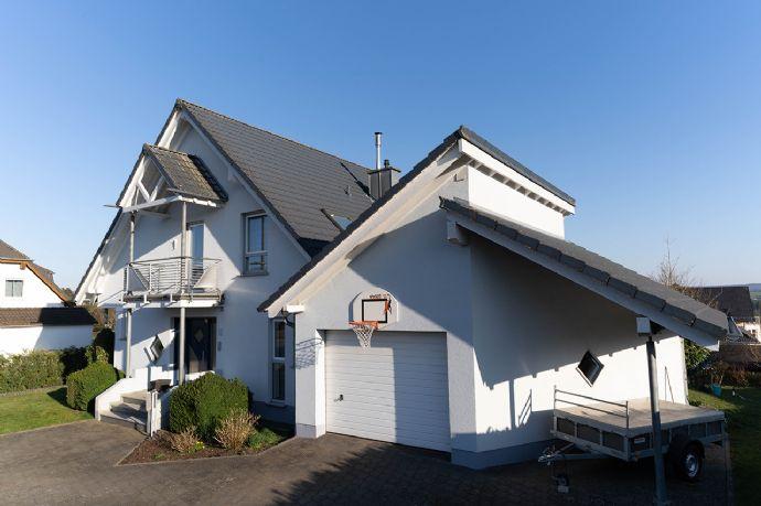 Neuwertiges Haus mit schöner Aussicht in gesuchter Lage!