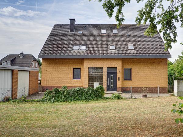 Großzügiges freistehendes 2-Familienhaus mit Terrasse, Loggia und Doppelgarage