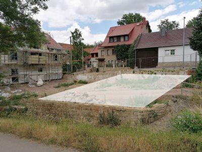 Grundstück stadtnah im Grünen, mit Baugenehmigung für ein Einfamilienhaus