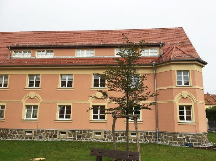 Schicke, lichtdurchflutete 2 -Zimmer mit Balkon zu vermieten