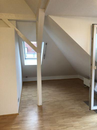 Gemütlich und großzügig: Dachgeschoss-Appartement in unmittelbarer TU-Nähe