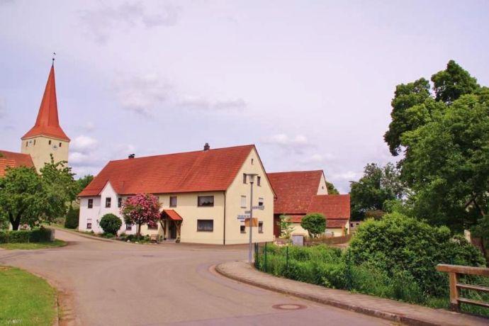 Wohntraum für 2 Familien - Doppelhaus in Illenschwang