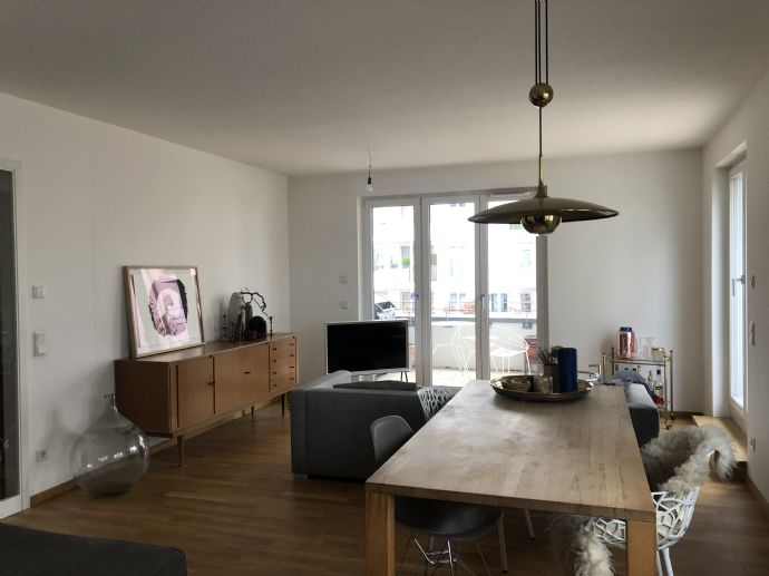 Schöne helle 2-Zimmer-Wohnung mit Balkon