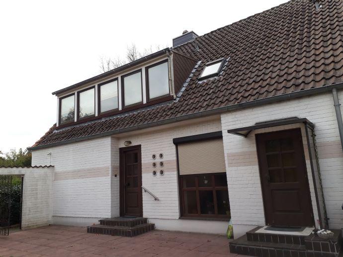 Bremen-Mittelshuchting -Großes Grundstück mit älterem Wohnhaus und Bauen in zweiter Reihe möglich