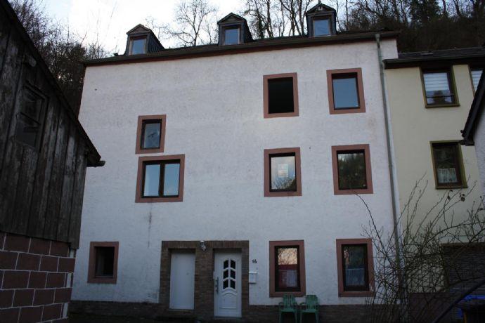 Zweifamilienhaus als Renditeobjekt in Neuerburg.