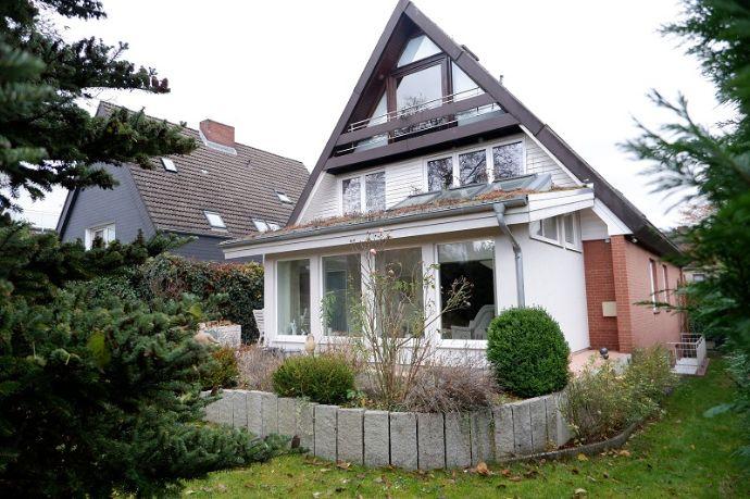 Gepflegtes Zweifamilienhaus mit Wintergarten in zentraler Lage