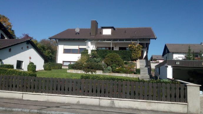 Gepflegtes Einfamilienhaus mit Einliegerwohnung
