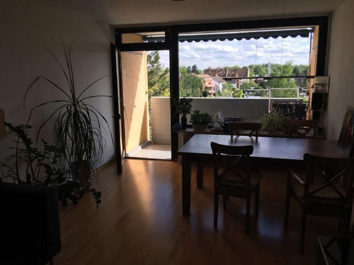 Top 3-Zimmer-Wohnung mit Balkon, TG, Aufzug und Einbauküche in Nürnberg Röthenbach b Schweinau