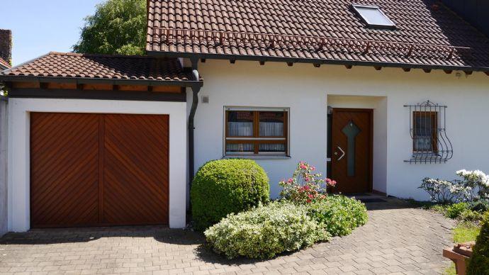 Attraktives Einfamilienhaus (DHH) in allerbester Nordstadtlage in Singen zu verkaufen
