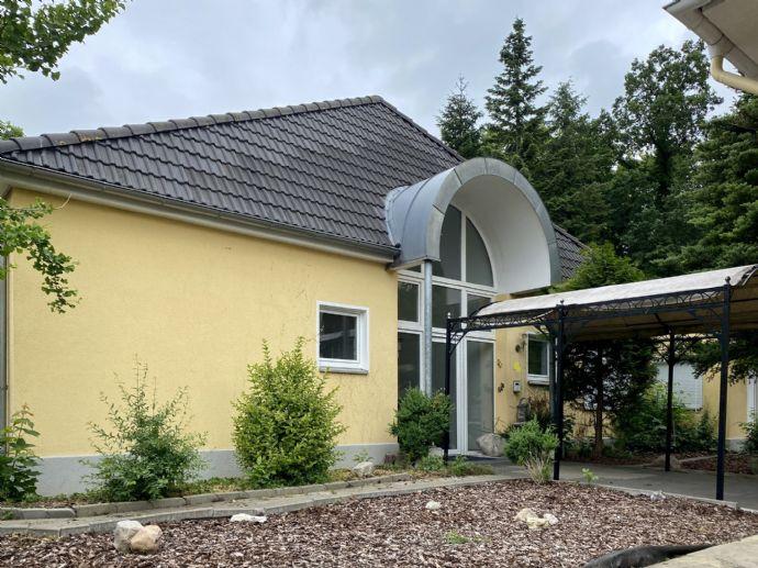 *PROVSIONSFREI* Traumvilla mit Schwimmbad in bester Wohnlage in Wolfenbüttel