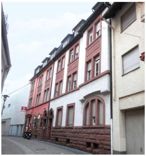 Frisch renovierte 2-Zimmerwohnung in sehr zentraler Lage mit Innenhof und Hobbyraum