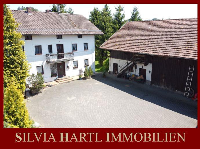 Anwesen in ruhiger Lage mit viel Potenzial (erschlossenes Bauland) +++ Silvia Hartl Immobilien +++