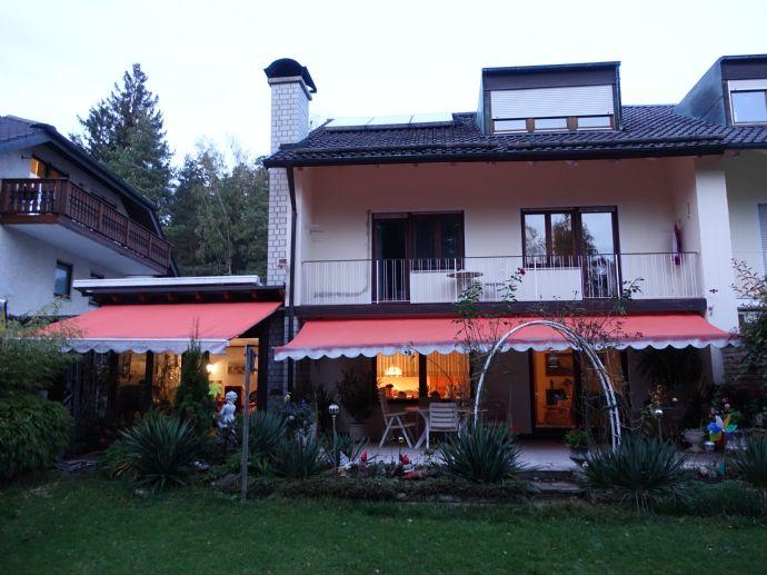 Gut ausgestattete geräumige Doppelhaushälfte am Waldrand