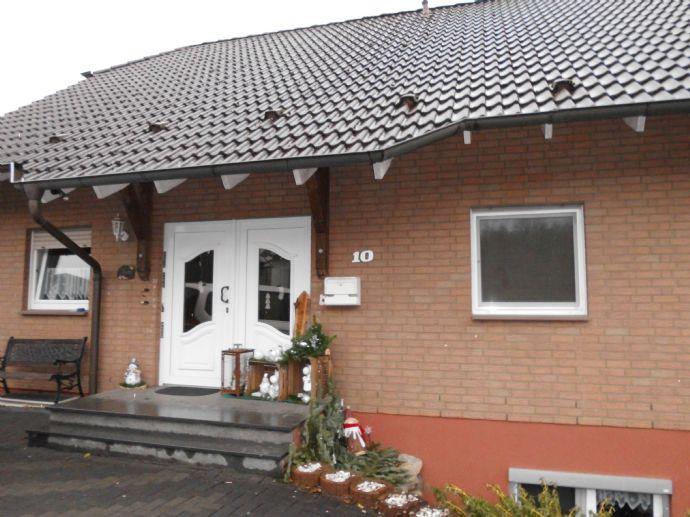 Freistehendes Wohnhaus mit Garage