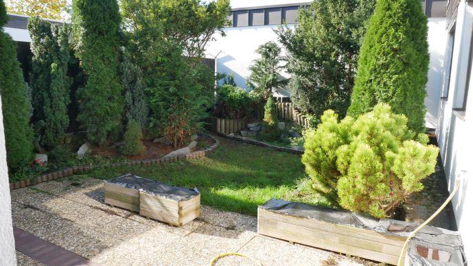 N-Langwasser - Winkelbungalow in versetzter Bauweise mit uneinsehbarem, sonnigem Garten