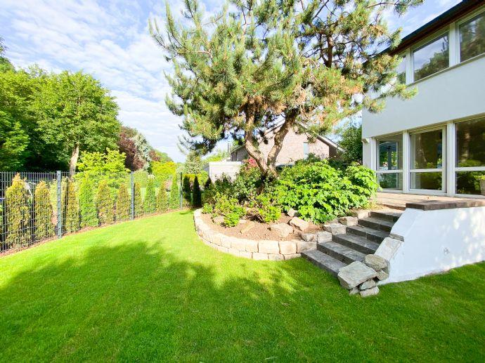 Freistehendes Einfamilienhaus mit Garten & Garage in Bestlage von F-Schwanheim, am Stadtwald