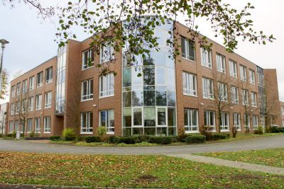 Repräsentativer, moderner Bürokomplex