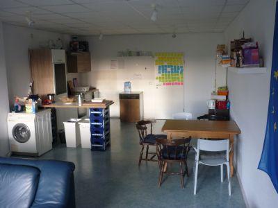 Gemeinschaftsraum mit Küchenblock