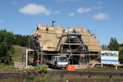 Reetdachhaus im Bau