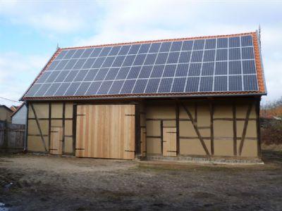 Restaurierte Scheune mit PV-Anlage