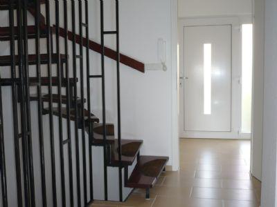 Eingangsbereich mit Windfang und Treppenhaus