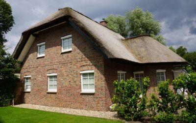 holland immocenter prachtvolles reetgedecktes landhaus an der vechte in metelen. Black Bedroom Furniture Sets. Home Design Ideas