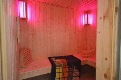 9  Sauna mit Farblicht + Bio-Saunaofen