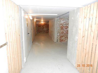 Zu den Kellerabteilen