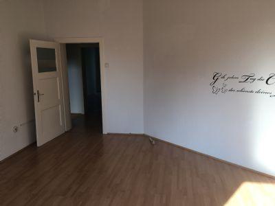 singles aufgepasst sch ne 2 1 2 zimmer wohnung in frohnhausen laminat wohnung essen 2bph84j. Black Bedroom Furniture Sets. Home Design Ideas
