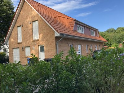 Schöne Doppelhaushälfte in Bremen-Schönebeck mit eigenem Garten