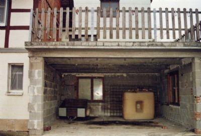 Garage mit Balkonaufbau