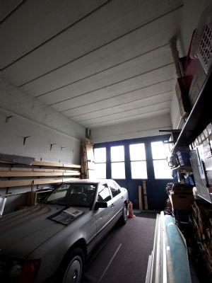 Garage hinter Ausstellungshalle