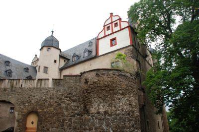 Zufahrt durch das Burgtor