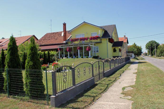 Traumhaus mit garten  Traumhaus mit Garten, Wintergarten und Garage ausgebaut im ...