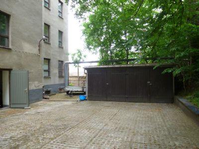 Bild 8 - Rückw. Teil des bebauten Grdtscks.Garagen