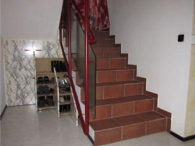 Treppenaufgang mit praktischen Stauraum
