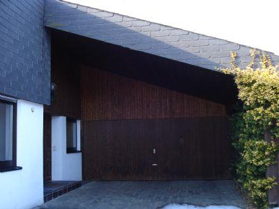 Bild 6 Eingangsberech mit Garage un Carport