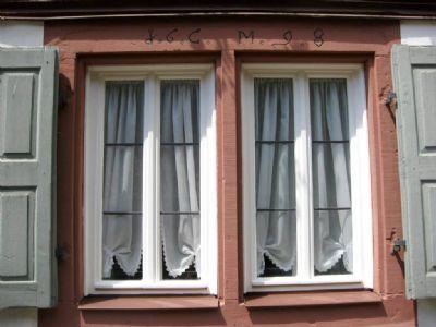 Reizvoll gestaltete Landhausfenster