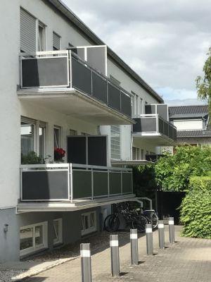 helle ca. 34 qm große und gut geschnittene 1 Zimmer - Wohnung, liegt im 1. Stock einer gepflegten Wohnanlage in Frankfurt -Nieder Eschbach.