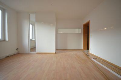 Wohnzimmer mit Küchenzugang