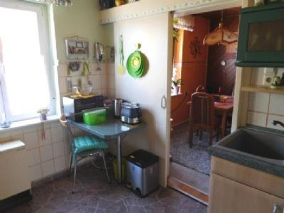 2. Küchentür führt zum gemütlichen Essplatz
