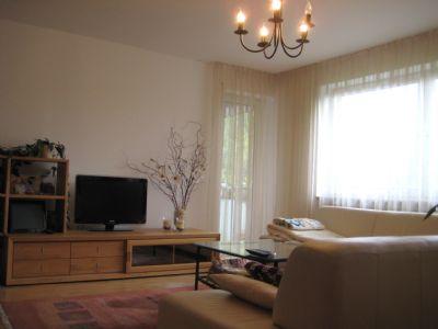 PARKETT, LICHT, GENIALER SCHNITT, 93,6 qm wohlfühl Wohnung, Bad mit Fenster, riesen Keller